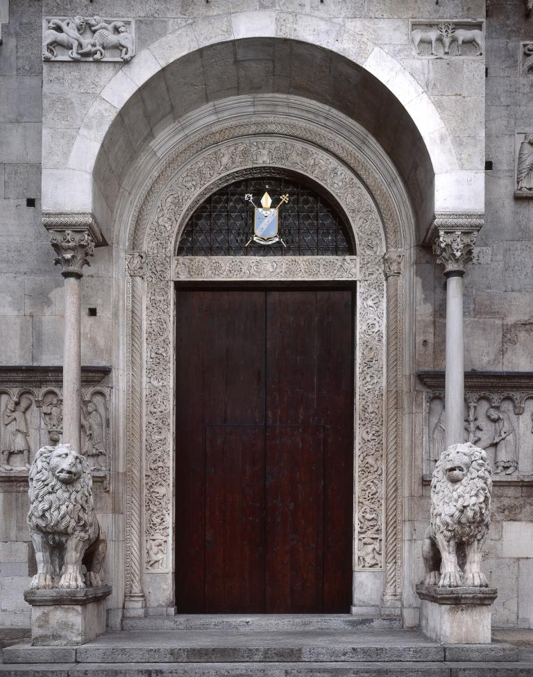 duomo-portale-maggiore_archivio-fotografico-del-museo-civico-darte-di-modena-foto-ghigo-roli